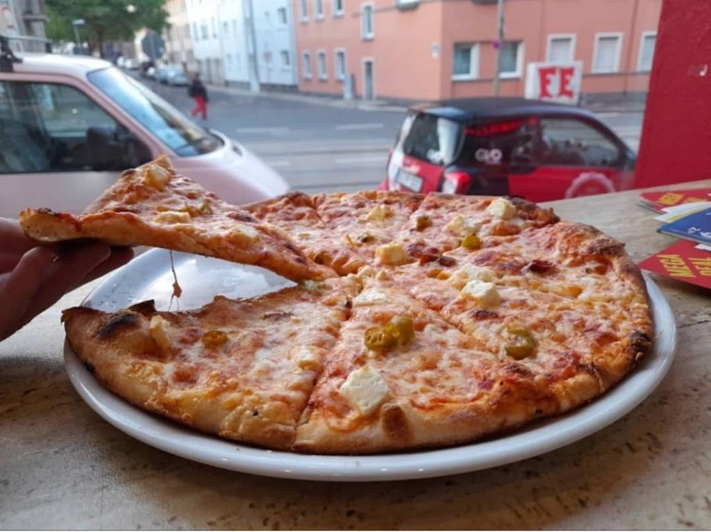 pizzeria bella roma ihre pizzeria in essen altendorf auch online bestellen. Black Bedroom Furniture Sets. Home Design Ideas